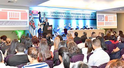 Andrés Navarro lanza el Sistema Nacional de Inducción a Docentes de Nuevo Ingreso
