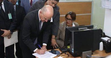 Francisco Domínguez Brito entrega declaración jurada de bienes a Cámara de Cuentas