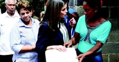 Reina Letizia constata pobreza en comunidad de Monte Plata