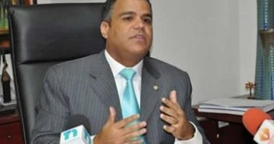 Tommy Galán rechaza postergar redistribución de diputados