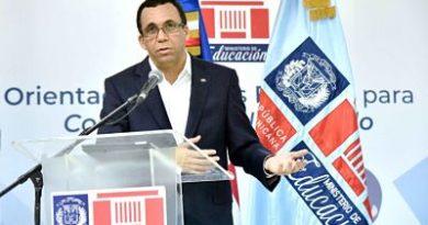 Andrés Navarro destaca empeño de los maestros por mejor los aprendizajes de los estudiantes