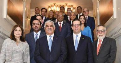 Canciller Vargas designa a encargados de diecisiete secciones comerciales en el exterior