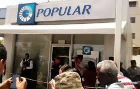 Cinco hombres armados asaltan sucursal bancaria en Ensanche Isabelita