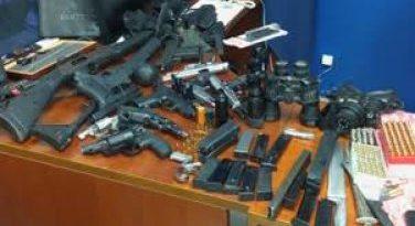 Decomisan 14 armas y apresan 20 en SDE