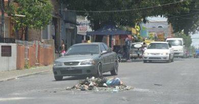En barrios del Distrito Nacional protestan contra extensos apagones