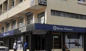 Roban $11 millones en asalto a banco en Santiago
