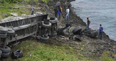 Conductor de camión resulta herido en accidente en autopista Las Américas