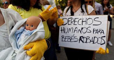 Suspenden el primer juicio por bebés robados del franquismo debido a hospitalización del único imputado