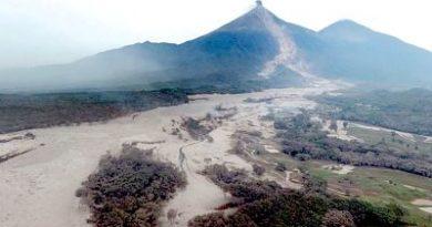 FUERTE VIDEO: La lava y el lodo sepultan a varias personas en Guatemala (18+)