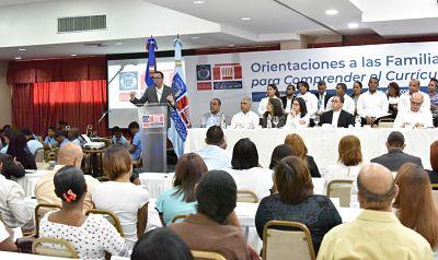 Andrés Navarro asegura que los estudiantes de excelencia siempre tienen una familia de apoyo