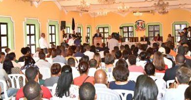 Andrés Navarro asegura que solo con educación y empleo para los jóvenes se logrará el desarrollo del país