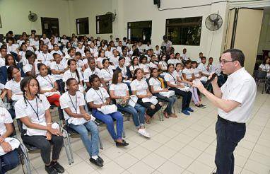 Andrés Navarro debatirá cara a cara con estudiantes para escuchar sus propuestas de mejora educativa