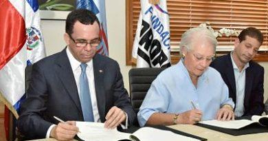 Andrés Navarro firma convenio para impulsar desarrollo de escuelas sostenibles