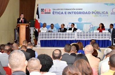 Andrés Navarro y Lidio Cadet exhortan Directores Regionales y Distritales a poner el ejemplo, actuando con Ética y Transparencia