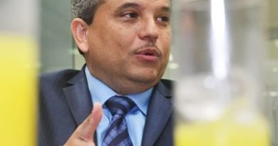 Santana denuncia acuerdo mostrenco en Ley Partidos