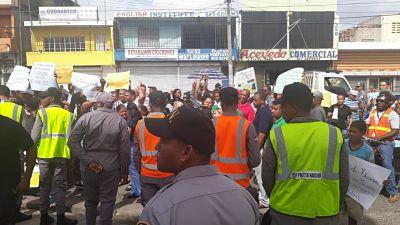 Sectores del Distrito Nacional protestan por apagones de 18 horas