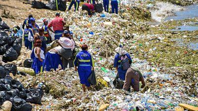 Ayuntamiento del Distrito Nacional retira basuras de las costas