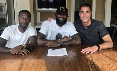 LeBron James se convierte oficialmente en un Lakers