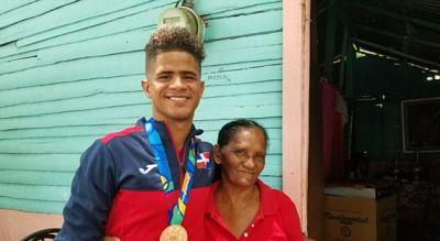 Brayan Almonte, medallista de Nagua, sueña con construir vivienda a su madre