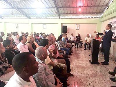 Olivares dice encuestas deben ser descartadas de la Ley de Partidos
