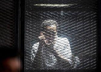 Egipto aplaza la sentencia contra el fotoperiodista Shawkan y condena a muerte a otros 75 acusados en la misma causa