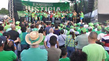 Cientos participan en el concierto por un millón contra corrupción