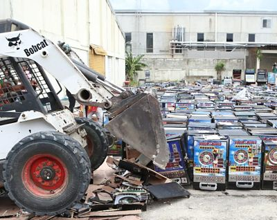 Procuraduría destruye 1,200 máquinas tragamonedas
