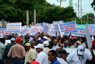 Ven 56% trabajadores informales está fuera de la Seguridad Social