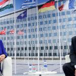 """""""Tú, Angela"""": Trump provoca sesión de emergencia en la OTAN con diatriba sobre gastos militares"""