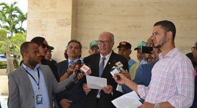 Someten ante Cámara de Diputados propuesta juicio político contra Danilo Medina