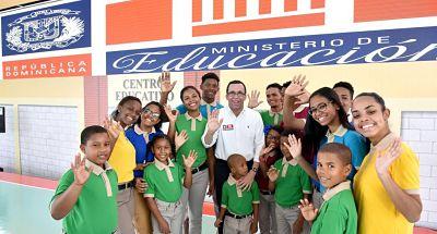 Andrés Navarro afirma que todo está listo para inicio del año escolar, con más de 2.8 millones de estudiantes a nivel nacional