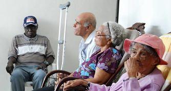 Cotizar durante 30 años solo garantiza ocho años de pensiones