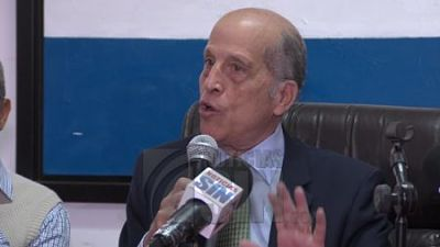 Opositores dicen Ley de Partidos es un traje a la medida de Danilo