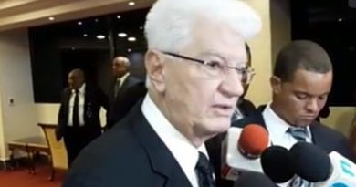 Senador promete agua potable y energía eléctrica a comunidad en Baní