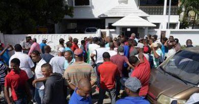 Demandan arreglos de calles de Santo Domingo Oeste