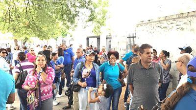 Maestros se concentran frente al Ministerio de Educación para exigir reivindicaciones