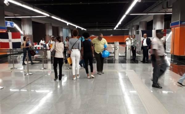 """La Línea 2B del Metro de Santo Domingo """"enamora"""" a los usuarios"""
