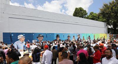 Alcaldía con mural reconoce artistas del merengue