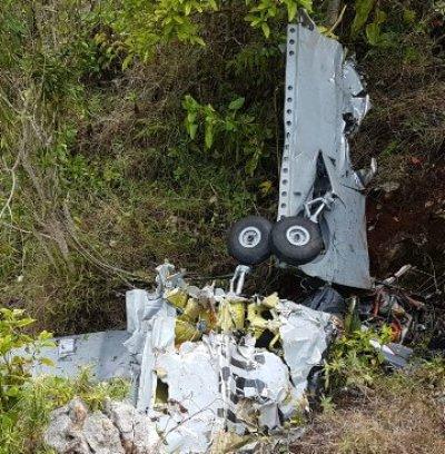 Comisión del MIDE investiga caída de avión