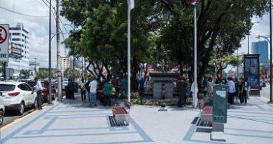 Alcaldía del Distrito Nacional inaugura remozamiento del parque La Lira
