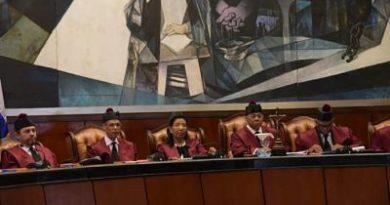 Declaran inadmisible acción contra disposición impide reelección