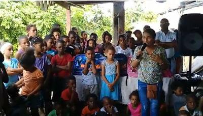 FUNDHAES dona útiles escolares a niños del sector Brisa del Este