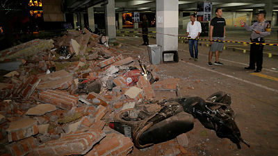 Un fuerte terremoto de 6,9 en Indonesia deja al menos 91 muertos