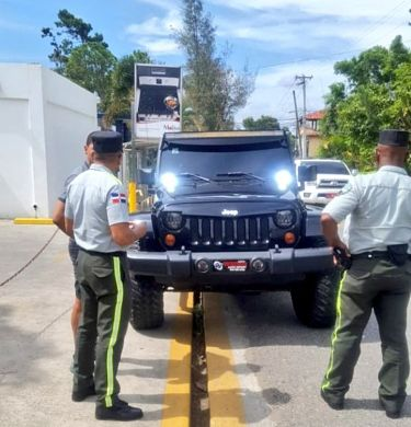 Camioneros bloquean peaje de Las Américas