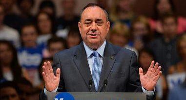 Salmond recauda 93.000 euros en donaciones tras las denuncias por acoso sexual