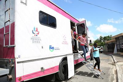 250 mujeres de Guaricano, Sabana Grande de Boyá y Cabrera se hicieron mamografías gratis durante operativo Despacho Primera Dama