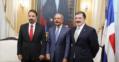 En visita a Danilo Medina, nuevo presidente Claro Dominicana anuncia inversiones