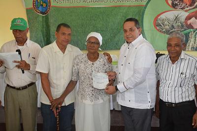 IAD entrega más de 7 millones de pesos a 85 productores cañeros de Baiguá
