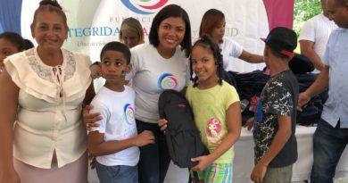 Fundación FIFS entrega útiles escolares a cientos de niños del sector Lotes y Servicios de Sabana Perdida