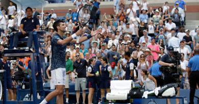 Djokovic da buena exhibición; Nick Hardt hizo historia